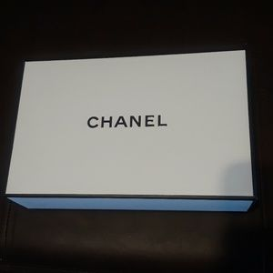 CHANEL Other - CHANEL box 🥂
